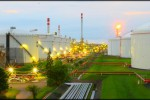 Bisnis/Andry T. Kurniady  Produksi BBM  Sejumlah tangki timbun Refinery Unit (RU) IV Pertamina terlihat dari ketinggian di Cilacap, Jawa Tengah, Selasa (7/1). RU IV Cilacap memiliki kapasitas produksi 348 ribu barrel per hari. RU VI Cilacap mengcover 60% kebutuhan bahan bakar minyak pulau Jawa yang setara dengan 30% kebutuhan nasional.