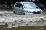 Ini Dia Tips Aman Mengemudi Menerjang Banjir