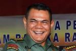 BANJIR JAKARTA : TNI AD Bagikan Paket KFC untuk Pengungsi