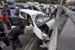 FOTO LAKA TUNGGAL : Tabrak Halte Busway