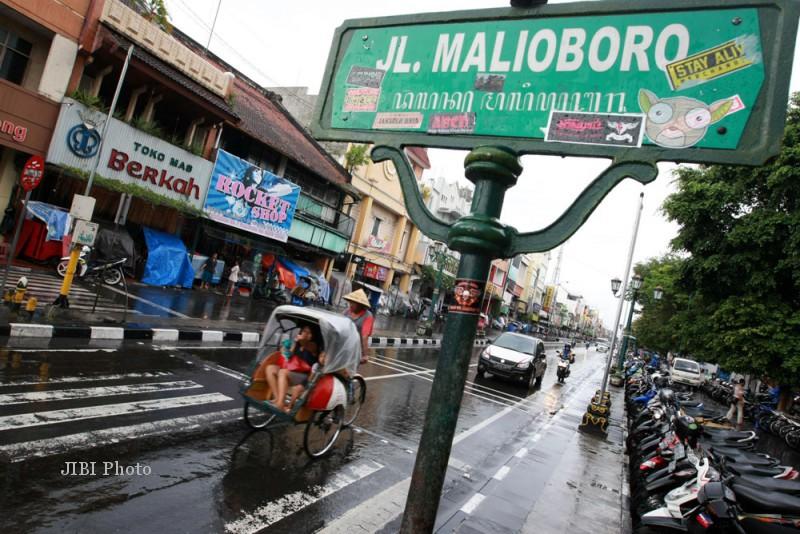 Ilustrasi. Warga menumpang becak saat melintas di Jalan Malioboro, Jogja. (JIBI/Harian Jogja/Desi Suryanto)