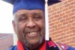 KISAH INSPIRATIF : Pria Ini Lulus Sarjana dalam Usia 72 Tahun