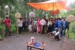 Warga Dusun Kragon II, Desa Palihan, Kecamatan Temon melakukan aksi blokade jalan, Kamis (16/1/2014). Blokade jalan sekaligus sebagai reaksi warga setelah adanya pemasangan patok penentuan titik koordinat bandara. (JIBI/Harian Jogja/Arif Wahyudi)