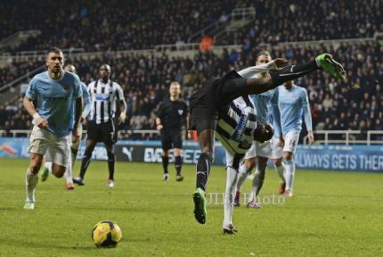 Laga Newcastle vs Manchester City yang berbau kontroversial itu. JIBI/Reuters/Dok