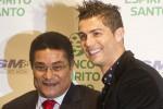 Legenda sepak bola Portugal, Eusebio (kanan), saat berpose bersama Cristiano Ronaldo. DokJIBI/Solopos/Reuters