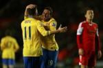 Pemain Arsenal Cazorla dan Ozil berselebrasi seusai bikin gol ke Southampton. JIBI/Rtr/Eddie Keogh