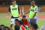Dua pemain asing Persis Marcello Cirelli (kiri) dan Diego Santos mulai mengukuti latihan di Stadion Sriwedari, Solo, Kamis (2/1/2014). (JIBI/SOLOPOS/ Sunaryo Haryo Bayu)