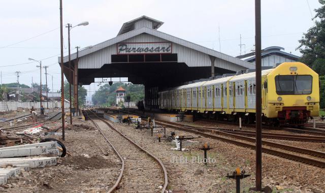 Kereta api Prameks singgah di Stasiun Purwosari, Solo. (Burhan Aris