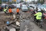 FOTO BANJIR JAKARTA : Perbaikan Jalan