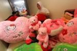 FOTO VALENTINE : Menyelesaikan Pembuatan Boneka