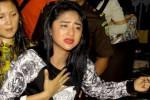 Dewi Perssik ke Rutan Pondok Bambu Naik Jaguar