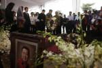 Pangdam Diponegoro Meletakkan karangan bunga di Pusara Lukminto. (JIBI/dok)