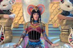 Katy Perry dalam video klip Dark Horse (Youtube)