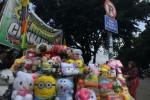 FOTO PKL MAINAN : Kembali Berjualan di Bahu Jalan dan Trotoar