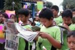 Seratusan siswa SDN Randu, Cepogo, membaca koran bersama di sela-sela perayaan Hari Pers Nasional (HPN), Jumat (7/2/2014).(JIBI/Solopos/Hijriyah Al Wakhidah)