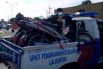 Dua sepeda motor yang terlibat kecelakaan karambol di depan RSU Banyudono, Sabtu (1/2/2014), saat diamankan aparat Lalu Lintas Polres Boyolali. (Hijriyah Al Wakhidah/JIBI/Solopos)