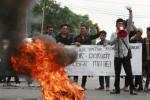 FOTO UNJUK RASA AMUK RAKYAT MENGGUGAT : Penolakan Peraturan Presiden No 32