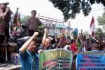 Ilustrasi aksi unjuk rasa tenaga honorer kategori II (K2) Sragen di halaman Setda Pemkab setempat. (Ika Yuniati/JIBI/Solopos)