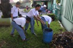 FOTO SMKN 8 SOLO : Membersihkan pekarangan sekolah