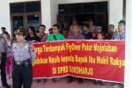 Warga terdampak proyel fly over Palur menggeruduk DPRD Sukoharjo, Senin (17/3/2014)