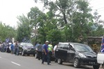 Simpatisan Partai Nasdem Wonogiri berkerumun di Kantor DPD Nasdem Wonogiri seusai berpawai dari Eromoko, Sabtu (22/3/2014).(JIBI/Solopos/Trianto Hery Suryono)