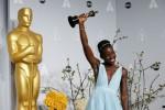 PIALA OSCAR 2014 : Lupita Nyong'o Raih Penghargaan Aktris Pendukung Terbaik