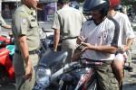 OPERASI YUSTISI : Tak Bawa KTP, Warga Disidang dan Harus Bayar Denda Rp20.000