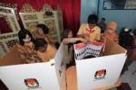 Simulasi pencoblosan kertas suara Pemilu Legislatif (Dok/JIBI/Solopos)