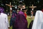 FOTO PASKAH 2014 : Drama penyaliban Yesus