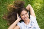 Ilustrasi Mendengarkan Musik (magforwomen.com)