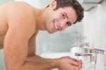 Ilustrasi mencuci wajah (Healthmeup.com)