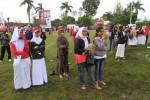 Remaja berpakaian mirip seragam sekolah terlihat hadir dalam kampanye terbuka PDI Perjuangan di Alun-Alun Kabupaten Sukoharjo, Sabtu (5/4/2014). (JIBI/Solopos/Septian Ade Mahendra)