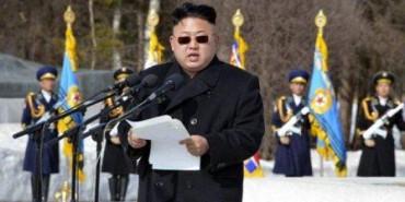 Kim Jong Un dengan gaya baru (Huffingtonpost.com)