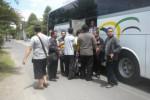 Rombongan kades dan perangkat desa se-Soloraya yang akan ke Kemendagri, naik bus dari Desa Gedangan, Kecamatan Grogol, Sukoharjo, Kamis (17/4/2014). (Iskandar/JIBI/Solopos)
