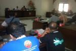 Sejumlah buruh PT Sami Surya Indah Plastik mengadukan nasibnya ke Komisi IV DPRD Sukoharjo, Sabtu (26/4/2014). (Iskandar/JIBI/Solopos)