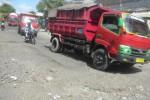 Sejumlah truk melintas di Jl. Gatot Subroto dan Jaksa Agung R Soeprapto di Sukoharjo, Sabtu (12/4/2014). (iskandar/JIBI/Solopos)