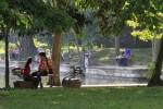 Pengunjung menikmati suasana Taman Balekambang Solo, Jumat (2/5/2014). Taman tersebut dibuka kembali untuk umum setelah ditutup selama lima hari karena digelarnya Kemah Budaya Nasional. (JIBI/Solopos/Septian Ade Mahendra)
