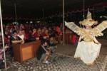 Peragawati kostum Solo Batik Carnival (SBC) tampil di Panggung Budaya Perkaderan Muktamar XVI Ikatan Mahasiswa Muhammadiyah (IMM) di Kampus Universitas Muhammadiyah Solo (UMS), Pabelan, Sukoharjo, Jawa Tengah, Selasa (27/5/2014). Mukhtamar IMM yang digelar tepat dengan peringatan setengah abad organisasi kemahasiswaan ekstrakampus itu merupakan tempat berkumpulnya kader IMM dari seluruh daerah untuk memilih pimpinan di tingkat pusat. (Septian Ade Mahendra/JIBI/Solopos)