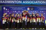 FOTO PIALA THOMAS 2014 : Tim Thomas Jepang Angkat Piala