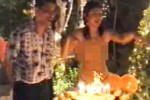 """KRISIS POLITIK THAILAND : Di Tengah Kudeta Militer, Beredar Video """"Panas"""" Pangeran-Istri Thailand"""