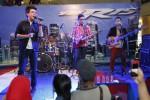 KONSER MUSIK : Launching Yamaha YZF R15 di Solo: Jikustik Fresh