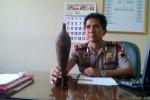 Sebuah mortir yang ditemukan warga di Dukuh Candiroto, Desa Sumbung, Kecamatan Cepogo, Kabupaten Boyolali, Minggu (11/5), sempat diamankan di Mapolsek Cepogo, Selasa (13/5/2014). (JIBI/Solopos/Septhia Ryanthie)