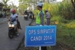 Operasi Simpatik 2014 dilaksanakan jajaran Satlantas Polres Boyolali, Jumat (23/5/2014), di wilayah Dukuh Kalikiring, Desa Kragilan, Kecamatan Mojosongo. (Septhia Ryanthie/JIBI/Solopos)