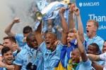 Para pemain Manchester City mengangkat trofi sebagai juara Liga Premier. Ist/detiksport