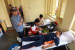 Perwira Denlanud 474/Paskhas TNI AU Jogja, kapten Ivan tarigan (kanan) bersama sejumlah warga mendonorkan darahnya dalam aksi donor darah yang digelar Harian Jogja bersama PMI Kota Jogja di Kantor Harian Jogja di Jalan AM. Sangaji 41, Jogja, Minggu (11/5/2014). (JIBI/Harian Jogja/Desi Suryanto)