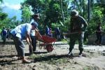 MERAPI WASPADA : Jalur Evakuasi Merapi Rusak, Warga Perbaiki Sendiri