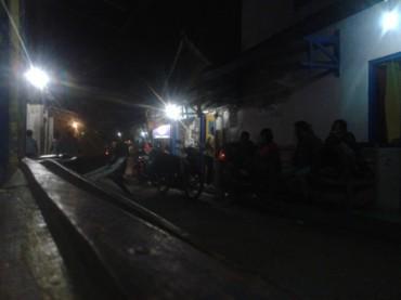 Kondisi salah satu ruas jalan di Gunung Kemukus, Sumberlawang, Sragen, yang dijejali  rumah-rumah karaoke dan kafe yang dihuni perempuan penjaja seks komersial. (JIBI/Solopos/Kurniawan/dok)