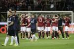 Para pemain AC Milan saat melawan Inter Milan beberapa waktu lalu. (JIBI/ Reuters/Max Rossi)