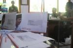 Sejumlah surat permohonan dukungan dalam Pilpres 2014 bergambar dan bertuliskan nama capres Prabowo Subianto diterima para guru di SMKN 2 Sragen. Foto diambil Rabu (25/6/2014). (Taufiq Sidik Prakoso/JIBI/Solopos)
