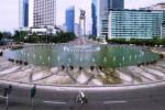 Seorang warga mengayuh sepeda saat pelaksanaan Car Free Day (CFD) di kawasan Bundaran Hotel Indonesia (HI), Jakarta, Minggu (29/6/2014). Pada awal Ramadan 2014, pelaksanaan CFD terlihat sepi dari aktivitas warga, bahkan lalu lintas di sejumlah protokol Kota Jakarta tampak lengang. (JIBI/Solopos/Antara/Wahyu Putro A.)